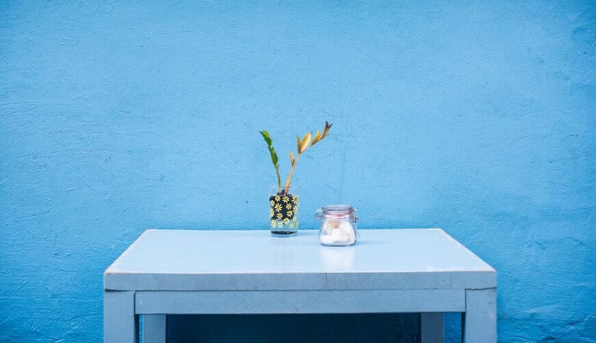 mesa azul de madera